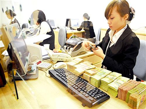 bảo vệ áp tải tiền ngân hàng