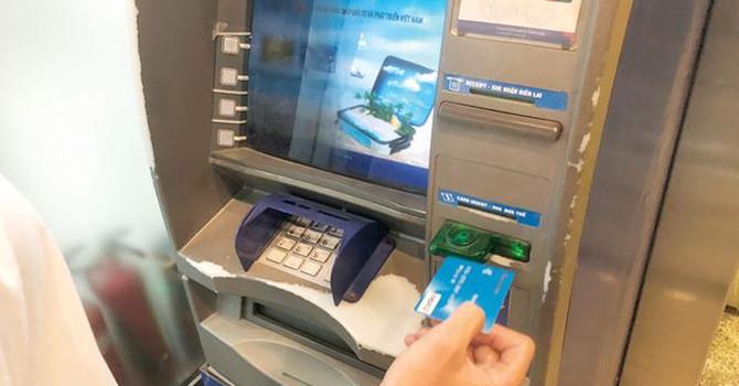 cảnh báo rủi ro khi xài thẻ tín dụng ATM