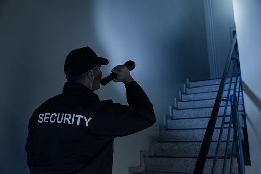 bảo vệ ca đêm