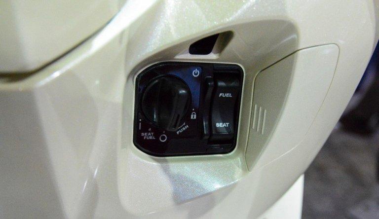 lắp khóa chống trộm xe máy
