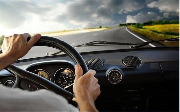 an toàn khi lái xe trên đường